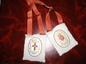 Escapulario que llevaban las mujeres casadas de Torrox que pertenecían a la Cofradía de Nuestra Señora de los Dolores